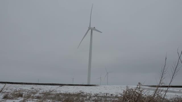 stockvideo's en b-roll-footage met crescent ridge windfarm - clean