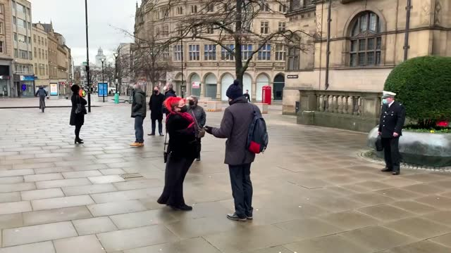 vídeos de stock, filmes e b-roll de widow claire mercer arrives at sheffield town hall for the inquest into the deaths of her husband, jason mercer, and alexandru murgeanu, who died... - smart