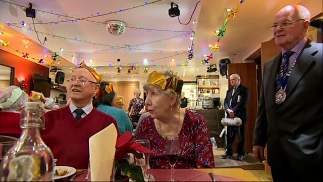 widow shares christmas dinner with 40 strangers england devon photography *** town crier addressing guests sot christmas dinner being eaten by guests... - trillerpfeife stock-videos und b-roll-filmmaterial