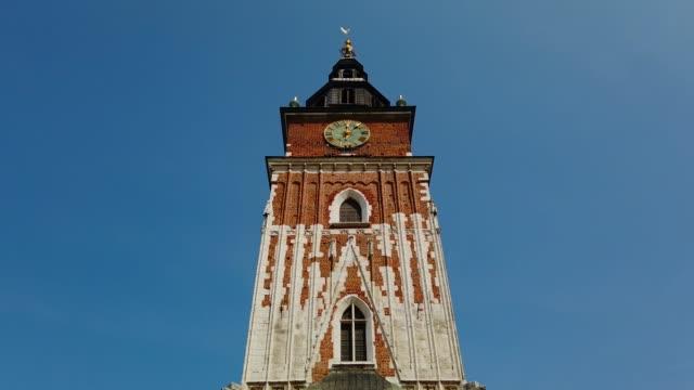 vidéos et rushes de tour ratuszowa, tour d'hôtel de ville de cracovie, pologne - culture de l'europe de l'est
