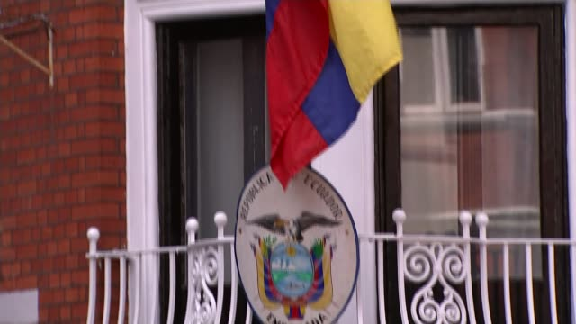 wikileaks founder julian assange arrested at ecuadorian embassy and faces us extradition england london ext plaque and ecuador flag outside the... - arresto video stock e b–roll
