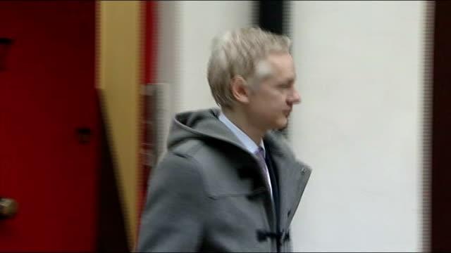 vídeos de stock, filmes e b-roll de wikileaks founder julian assange leaving house; england: london: ext close shot number 7 on red door / unidentified man with camera leaving / julian... - número 7
