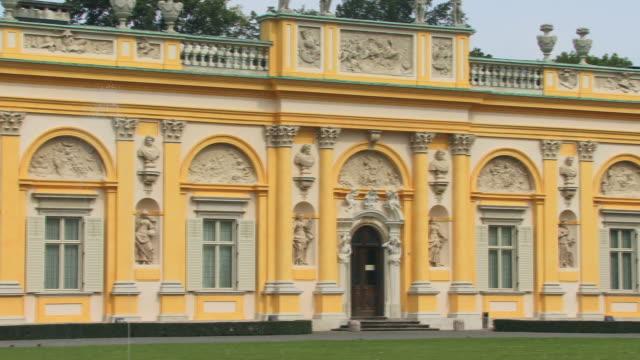 vídeos de stock, filmes e b-roll de ms, pan, wilanow palace, warsaw, poland - 17th century style