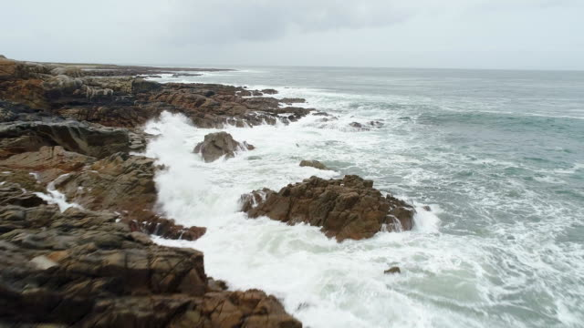 Wild Atlantic Way, ocean waves, Ireland