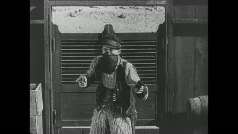 vídeos y material grabado en eventos de stock de 1918 wild bill hiccup and his enter the crowded saloon shooting - western usa