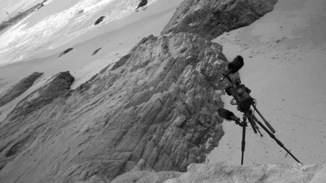vilda kusten i stilla havet. svart och vitt. örebro, sverige - tonad bild bildbanksvideor och videomaterial från bakom kulisserna