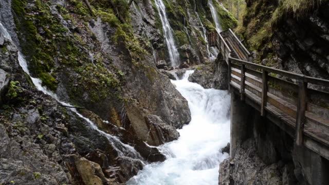 ms tu wild river flowing through gorge wimbach-klamm / berchtesgaden, bavaria, germany - 峡谷点の映像素材/bロール