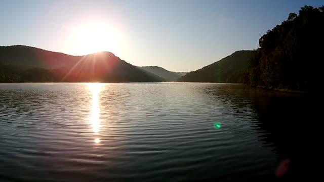 自然の湖 - 国有林点の映像素材/bロール