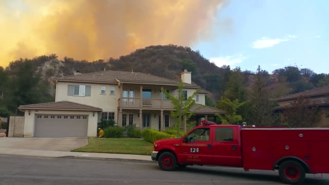 wildfire in santa clarita's pico canyon near the southern oaks neighborhood - santa clarita stock videos & royalty-free footage