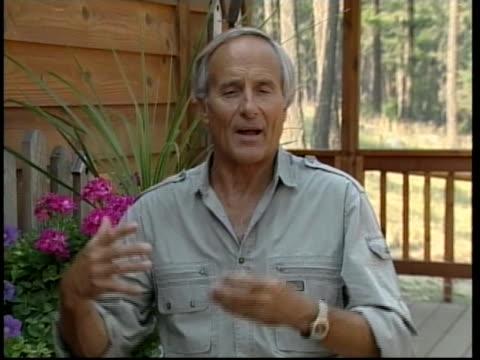 wildlife expert jack hanna discusses the death of his friend, crocodile hunter steve irwin. - スティーブ アーウィン点の映像素材/bロール