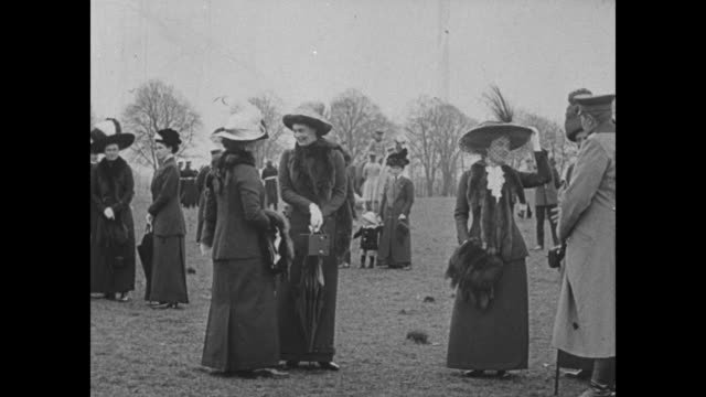 wilhelm speaks to another man / a group of women chat on a grassy field / wilhelm and same man - 1910 stock-videos und b-roll-filmmaterial