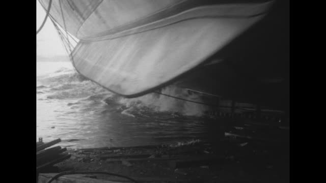 vidéos et rushes de wilhelmina tenney smashes a bottle at the bow of the uss malolo / and the ship slides down the oiled slipway into the water / quick title card:... - prohibition