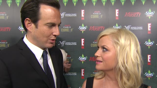 will arnett, amy poehler on amy poehler being honored at the variety's 2nd annual power of comedy event at hollywood ca. - ウィル アーネット点の映像素材/bロール