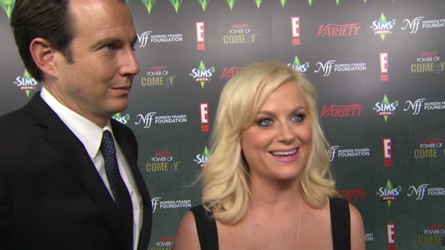 will arnett, amy poehler on the charity and event. at the variety's 2nd annual power of comedy event at hollywood ca. - ウィル アーネット点の映像素材/bロール