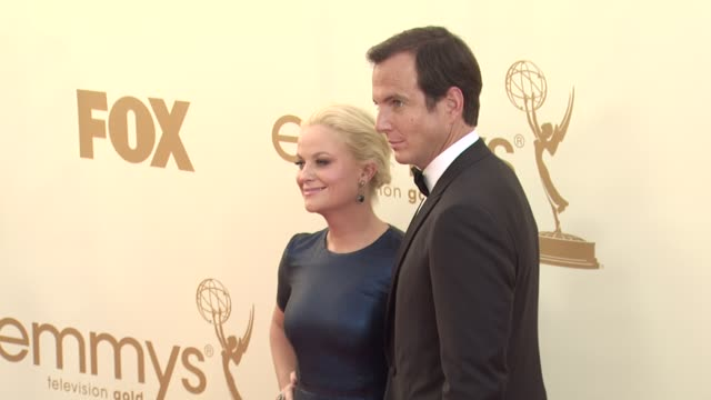 will arnett and amy poehler at the 63rd primetime emmy awards - arrivals part 2 at los angeles ca. - ウィル アーネット点の映像素材/bロール