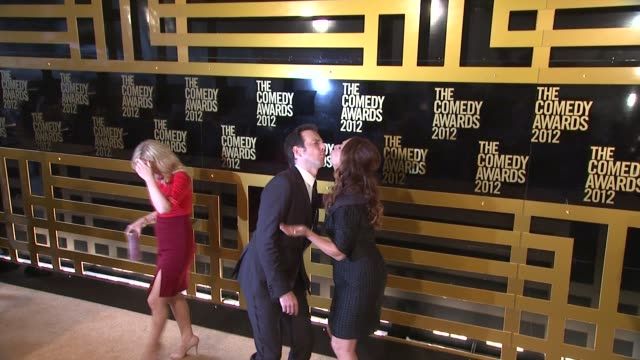 will arnett and maya rudolph at the comedy awards 2012 - arrivals on 4/28/2012 in new york, ny, united states. - ウィル アーネット点の映像素材/bロール