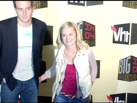 will arnett and wife amy poehler at the vh-1 big in 04 at the shrine auditorium in los angeles, california on december 1, 2004. - エイミー・ポーラー点の映像素材/bロール