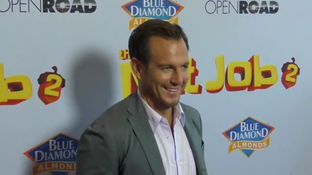 will arnett at the los angeles premiere of 'the nut job 2 - nutty by nature' at regal cinemas l.a. live on august 05, 2017 in los angeles, california. - ウィル アーネット点の映像素材/bロール