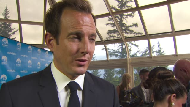 will arnett compares the writing on tv to movies - ウィル アーネット点の映像素材/bロール