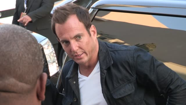 Will Arnett greets fans while arriving at the Arrested Development Season 4 Premiere in Hollywood 04/29/13