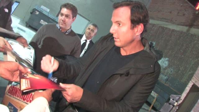 will arnett in hollywood on 10/5/2011 - ウィル アーネット点の映像素材/bロール