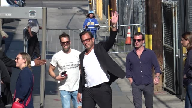 will arnett waves to fans outside jimmy kimmel live at el capitan theater in hollywood in celebrity sightings in los angeles, - ウィル アーネット点の映像素材/bロール