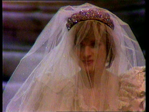 vídeos de stock, filmes e b-roll de will of diana, princess of wales published / rees-jones interview; lib st paul's: slomo cms diana in wedding dress and veil towards - publicação