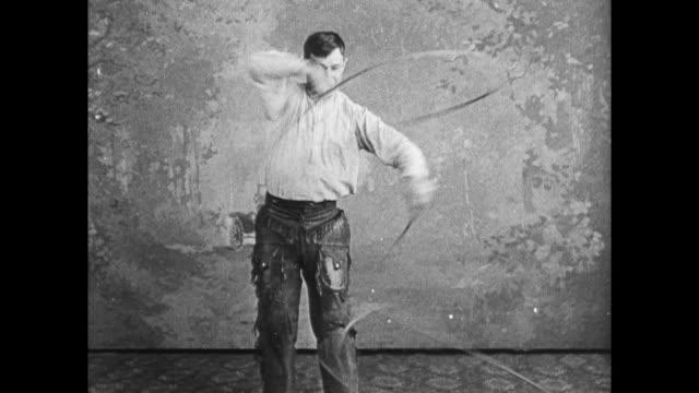 will rogers peforms lasso rope tricks - stunt stock-videos und b-roll-filmmaterial