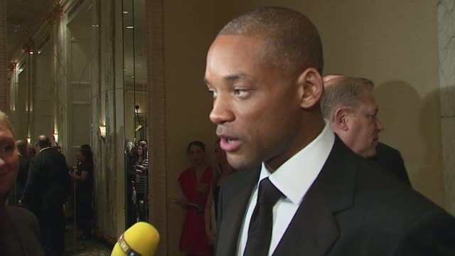 vidéos et rushes de will smith/ actor and honoree/ talks about how he is feeling tonight very overwhelmed what it was like working with his son and telling such an... - acteur