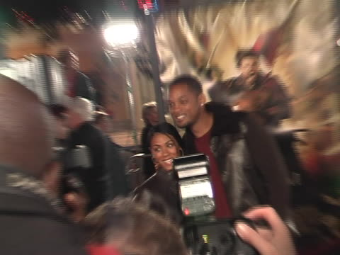 vidéos et rushes de will smith and jada picket smith at the the last samurai los angeles premiere at manns village theater westwood in westwood california - en dernier
