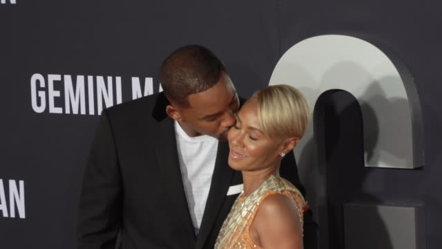 """will smith and jada pinkett smith at the premiere of """"gemini man"""" on october 06, 2019 in hollywood, california. - 俳優 ウィル・スミス点の映像素材/bロール"""