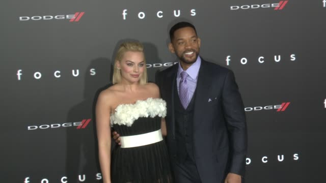 "will smith and margot robbie at the ""focus"" los angeles premiere at tcl chinese theatre on february 24, 2015 in hollywood, california. - tlc chinese theater bildbanksvideor och videomaterial från bakom kulisserna"
