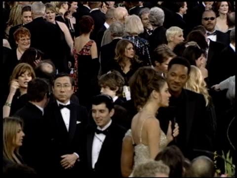 vidéos et rushes de will smith at the 2004 academy awards arrivals at the kodak theatre in hollywood, california on february 29, 2004. - 76e cérémonie des oscars