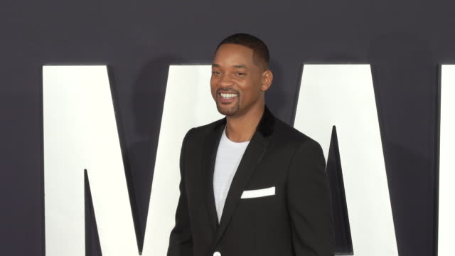 """will smith at the premiere of """"gemini man"""" on october 06, 2019 in hollywood, california. - 俳優 ウィル・スミス点の映像素材/bロール"""