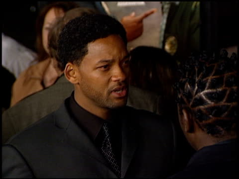 will smith at the showtime at grauman's chinese theatre in hollywood, california on march 11, 2002. - ショータイム点の映像素材/bロール