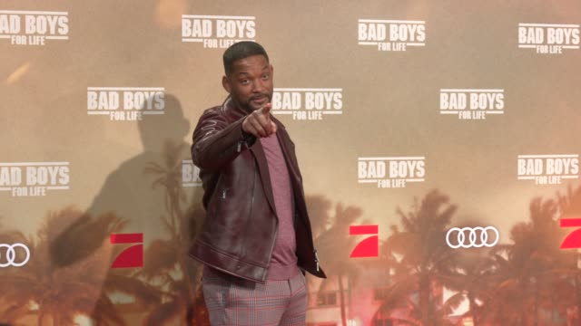 """will smith attends at the berlin premiere of the movie """"bad boys for life"""" at zoo palast on january 7, 2020 in berlin, germany. - 俳優 ウィル・スミス点の映像素材/bロール"""