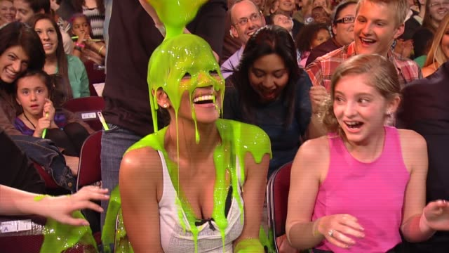 will smith gets halle berry slimed at nickelodeon's 25th annual kids' choice awards on 3/31/12 in los angeles ca - nickelodeon stock videos & royalty-free footage