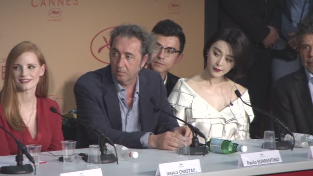 vidéos et rushes de will smith jessica chastain paolo sorrentino pedro almodovar fan bingbing park chanwook maren ade agnes jaoui gabriel yared at jury press conference... - juge