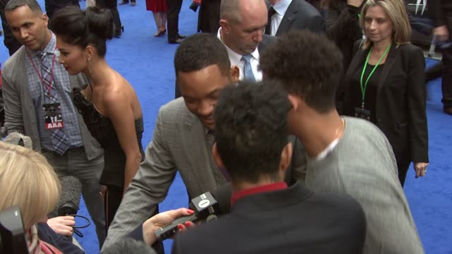 will smith & rizzle kicks at men in black 3 gala premiere at odeon leicester square on may 16, 2012 in london, england - première stock videos & royalty-free footage