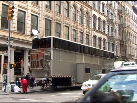 will smith's massive trailer that's causing a commotion on the streets of soho in new york 05/11/11 - trailer stock videos & royalty-free footage