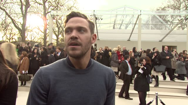 vídeos de stock, filmes e b-roll de will young on the event on his outfit and on his future projects at burberry prorsum red carpet arrivals london fashion week autumn/winter 2012 at... - semana da moda de londres