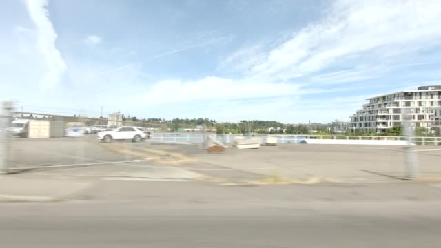 willamette river xvi synced series right view driving process plate - river willamette stock videos & royalty-free footage