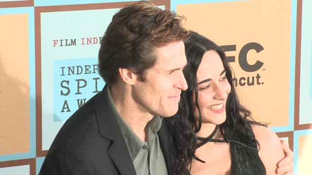 willem dafoe and guest at the the 21st annual ifp independent spirit awards in santa monica california on march 4 2006 - ifp independent spirit awards stock videos and b-roll footage