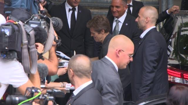 willem dafoe at celebrity sightings in venice - 71st venice international film festival on september 04, 2014 in venice, italy. - 第71回ベネチア国際映画祭点の映像素材/bロール