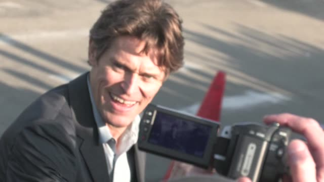 willem dafoe greets fans at 2012 film independent spirit awards in santa monica ca 02/25/12 - independent feature project stock videos & royalty-free footage