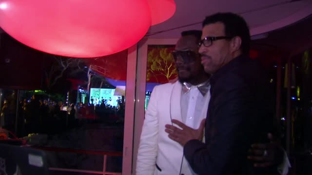 will.i.am and lionel richie at the de grisogono party: cannes film festival 2010 at antibes . - ライオネル・リッチー点の映像素材/bロール