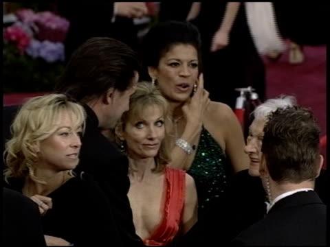vídeos de stock e filmes b-roll de william baldwin at the 2004 academy awards arrivals at the kodak theatre in hollywood california on february 29 2004 - 76.ª edição da cerimónia dos óscares