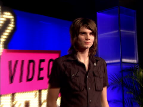 william beckett walking the 2007 mtv video music awards red carpet - 2007 stock videos & royalty-free footage