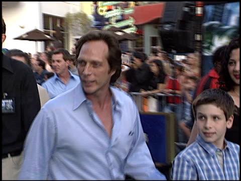 william fichtner at the premiere of 'the hulk' at universal amphitheatre in universal city, california on june 17, 2003. - ギブソンアンフィシアター点の映像素材/bロール