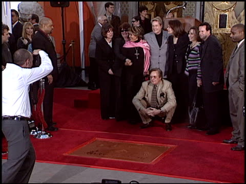 vidéos et rushes de william freidkin at the dedication of sherry lansing's footprints at grauman's chinese theatre in hollywood california on february 16 2005 - william friedkin